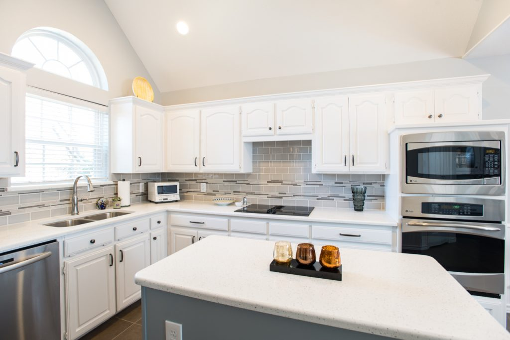 Colleyville Traditional White Kitchen Pattern Backsplash