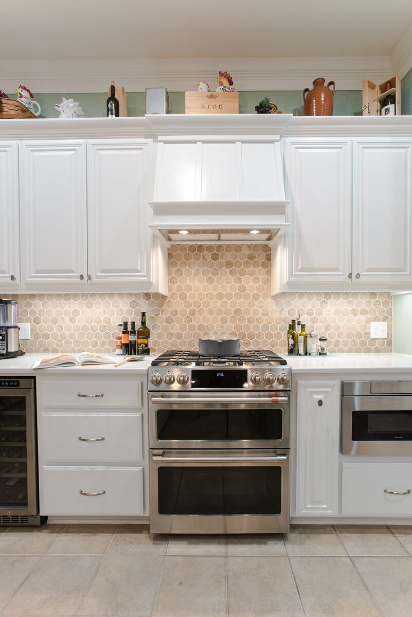 Kitchen Remodeling in Keller with Dual-Fuel Gas Range